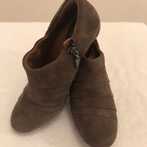"""""""Clarks""""Artisan-Society Gown II Shoe-Boots $35 NEW"""